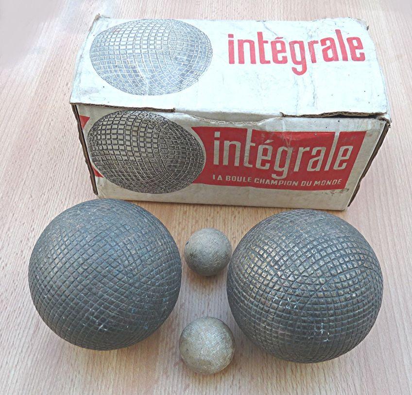 Boule integrale twobouleslyonnaises all about petanque - Comment tenir une boule de petanque ...